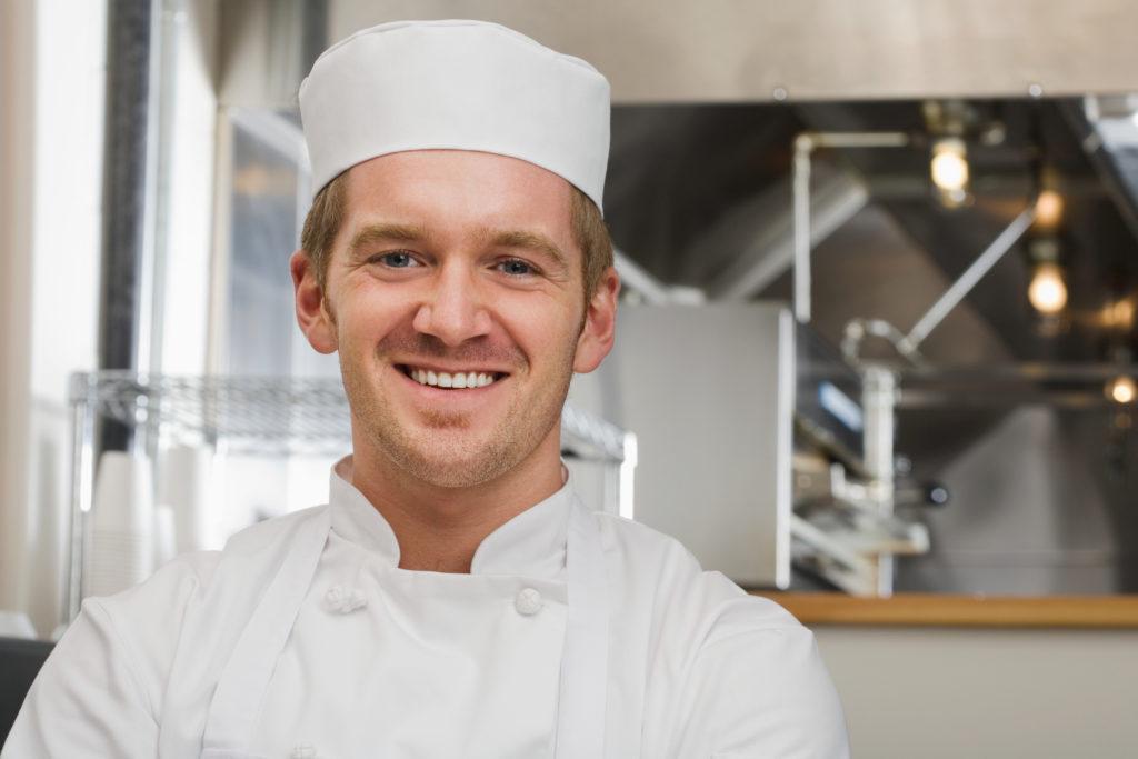 szef kuchni w restauracji wyposażonej przez Egaz